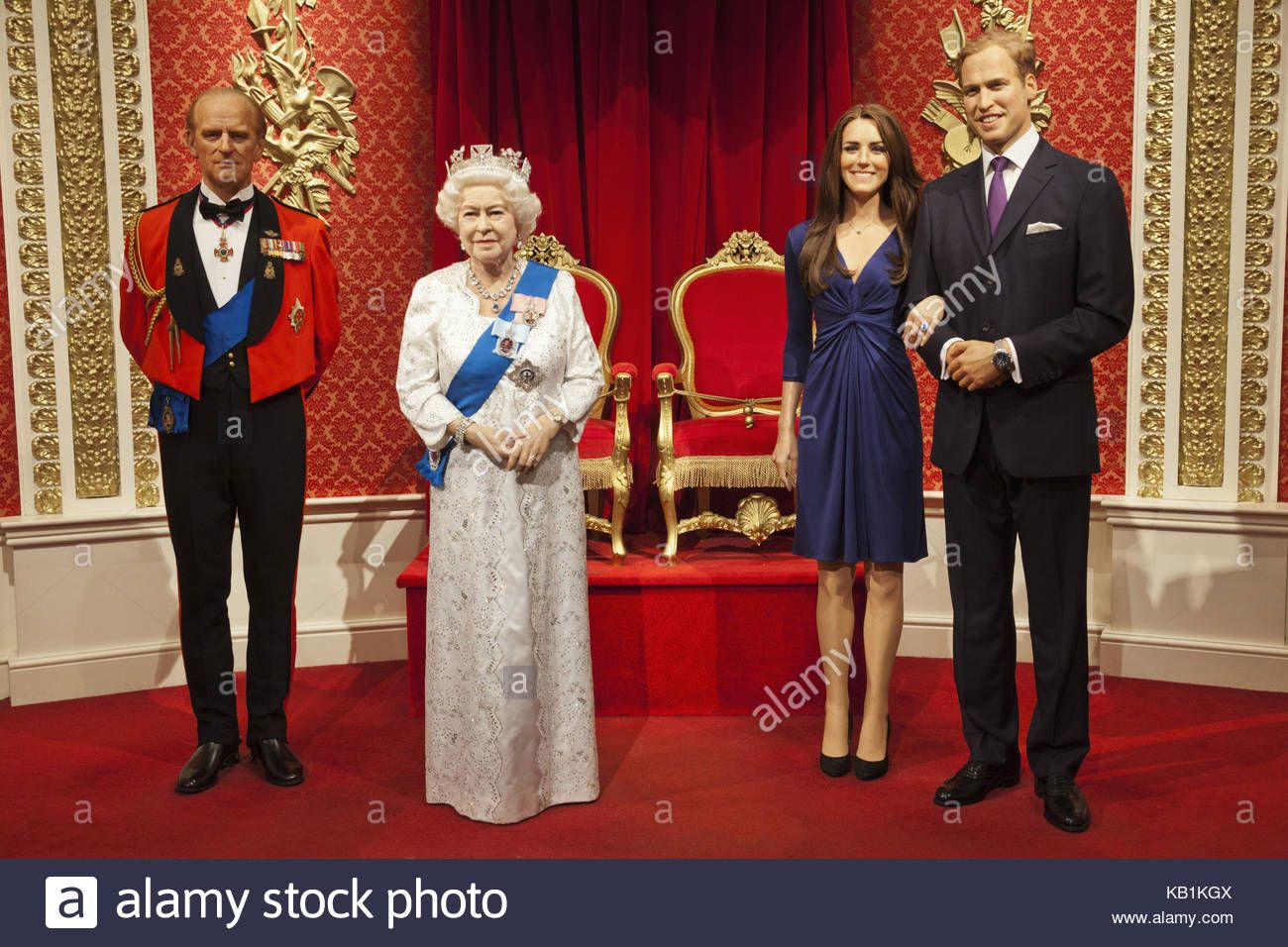 Download This Stock Image England London Madame Tussauds Wax Figures Members Of The British Royal Family Kb1kgx From Alamy S Librar Museo De Cera Museos