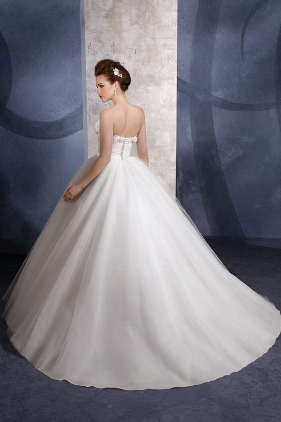 Beatuiful Ball Gown Style Wedding Dress Wallpaper | Wedding Dress ...