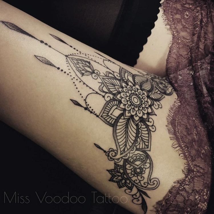 Henna Style Tattoo On Thigh Body Art Tattoos Leg Tattoos
