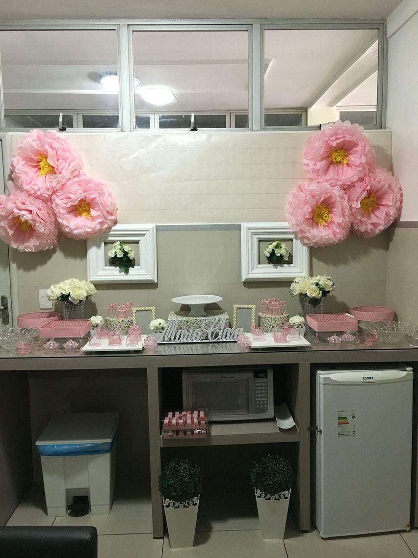 Marternidade. Decorando a maternidade para a chegada da Maria Clara. Decoração rosa. Nascimento de menina. Flores de papel seda