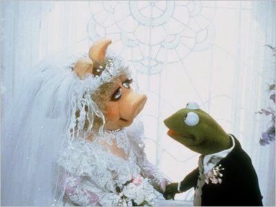 Miss Piggy Kermit Wedding Photo