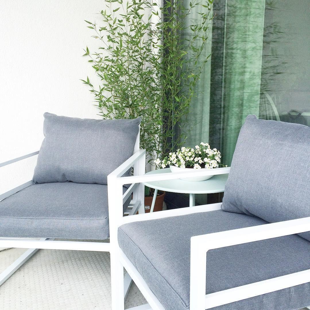 Lounge stoelen buiten outlet simple suns ferro loungeset for Buiten stoelen