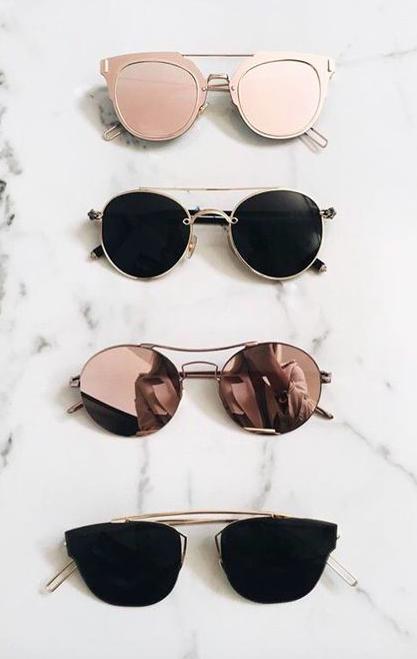 Óculos de sol são acessórios indispensáveis em uma mala de quem vai para a  praia. 9acd33b35d