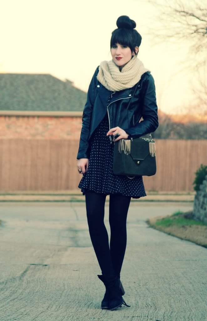 Joli look du blog Flashes of Style. #snood #black