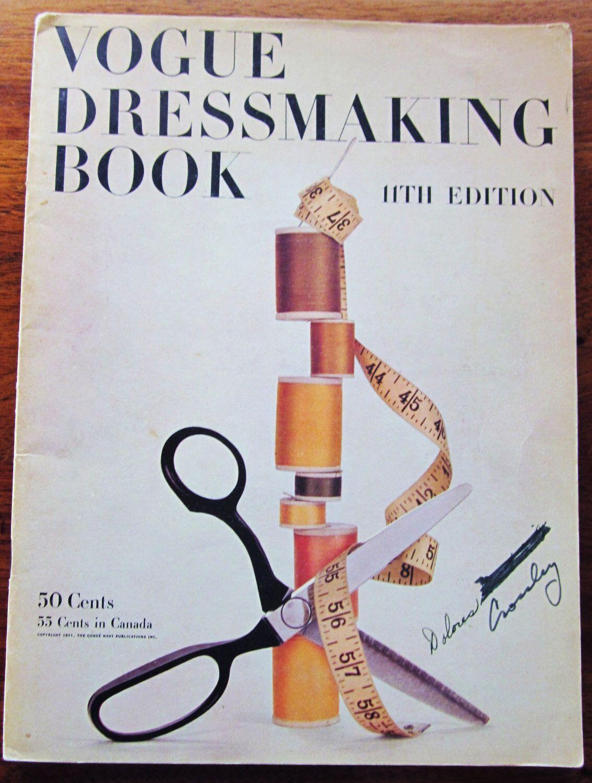 1951 Vogue sartoria libro - Vintage per cucire Primer per sartoria e sartoria - XI edizione di SloCrafty su Etsy https://www.etsy.com/it/listing/97231950/1951-vogue-sartoria-libro-vintage-per