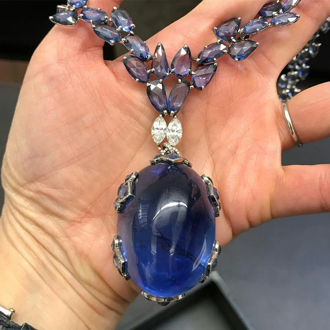 Cannot Wait To See This Guinness World Record Spectacular 396 89 Carats Burmese Cabochon Sapphire Com Jewelry Diamond Necklace Designs Diamond Flower Pendant