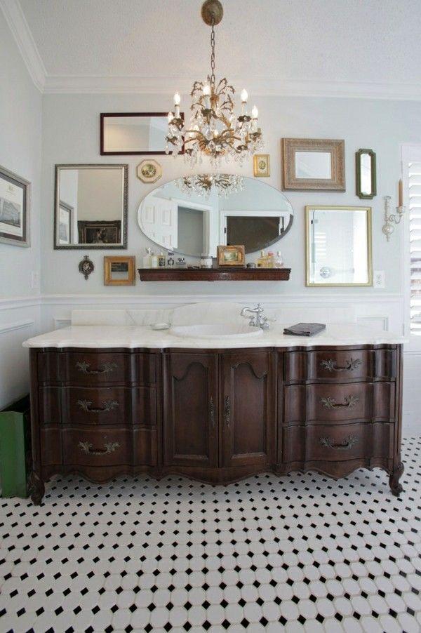 schönes Bad viele Spiegel Spiegelwand Mosaikbodenfliesen - schöne badezimmer ideen