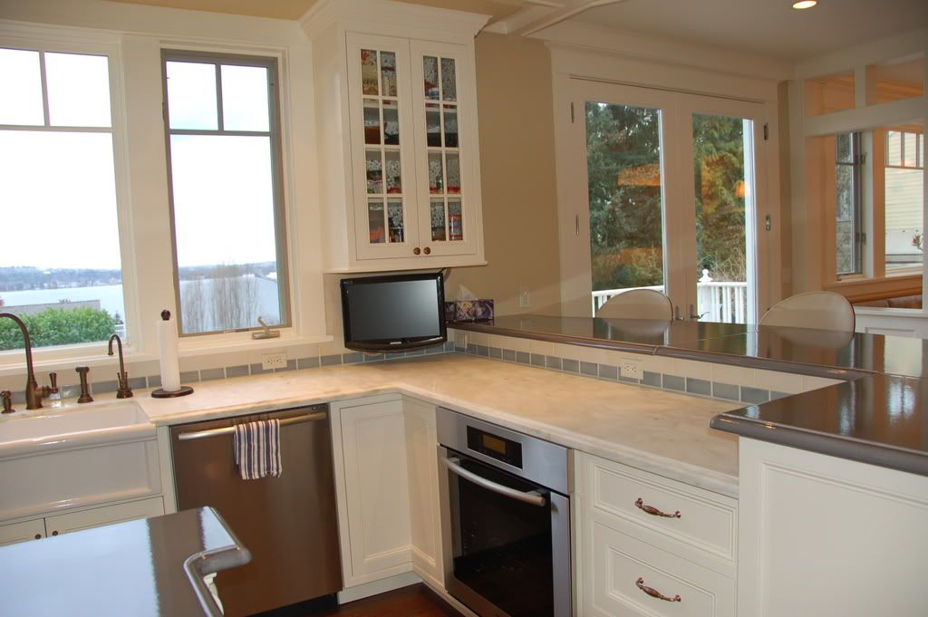 2 level kitchen peninsula my kids eat at the bar and it is rounded so it goes from about 16 on kitchen island ideas eat in id=54064
