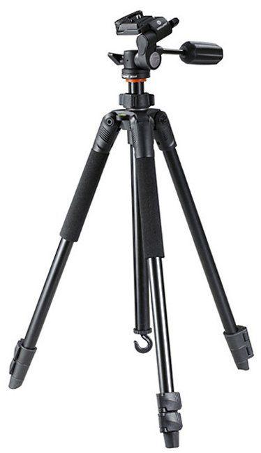 6. Utiliza el trípode Este elemento es clave para la fotografía con poca luz. El trípode mejora la estabilidad de la cámara, mejora la nitidez de las imágenes y el enfoque en tiempos de larga exposición. El disparador a distancia es una buena idea para evitar que la cámara se mueva al presionar el botón.