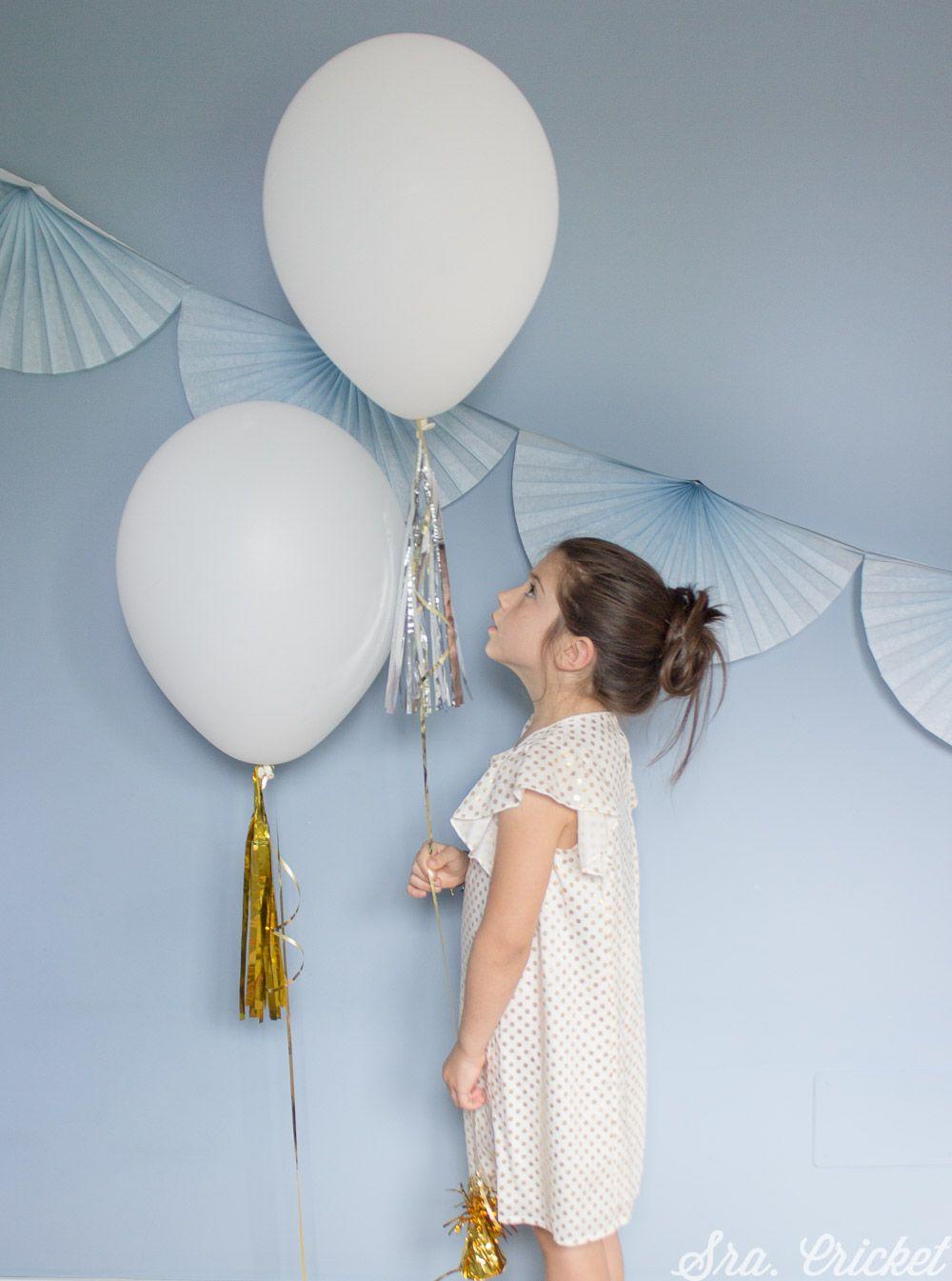 28000ade2 Guirnalda de flecos de papel con borlas de colores para decorar tu ...