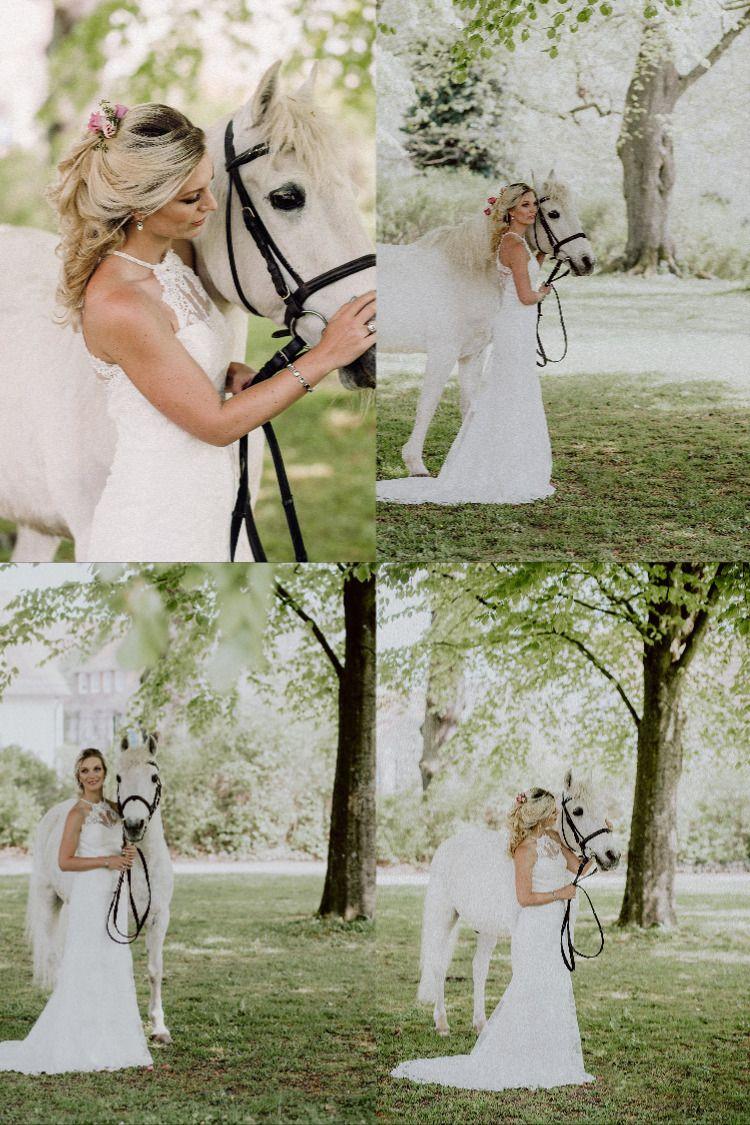 Brautshooting Mit Schimmel Pferd Kleid Hochzeit Hochzeitskleid Spitze Braut