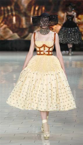 Alexander McQueen - colección Primavera/Verano 2013 - Semana de la Moda de París (© GONZALO FUENTES/Newscom/RTR)
