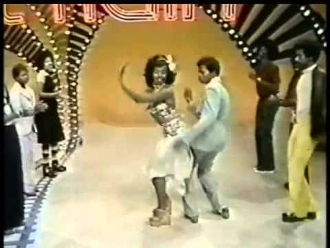 Soul Train Line Dance To Get Off Foxy Soul Train Dancers Soul Train Soul Music