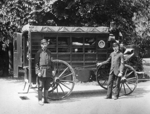 a Winer ambulance with patients in layers 1881