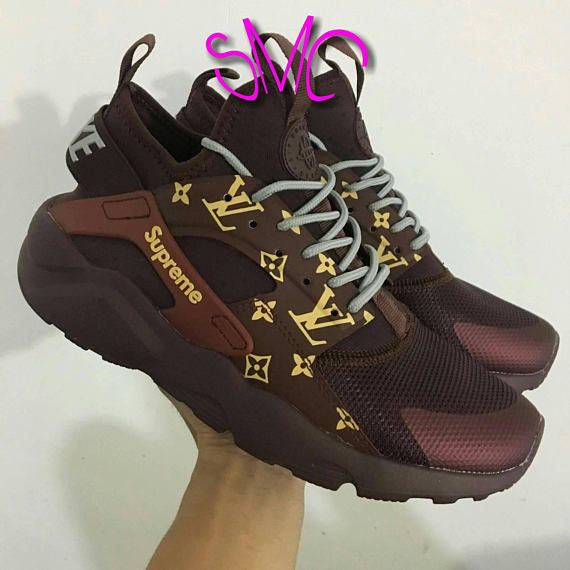 more photos a8d89 e99fd Custom Nike HuarachesInspired Louis VuittonNike Huaraches Shoes, Baskets  Nike, Nike Air Huarache, Custom
