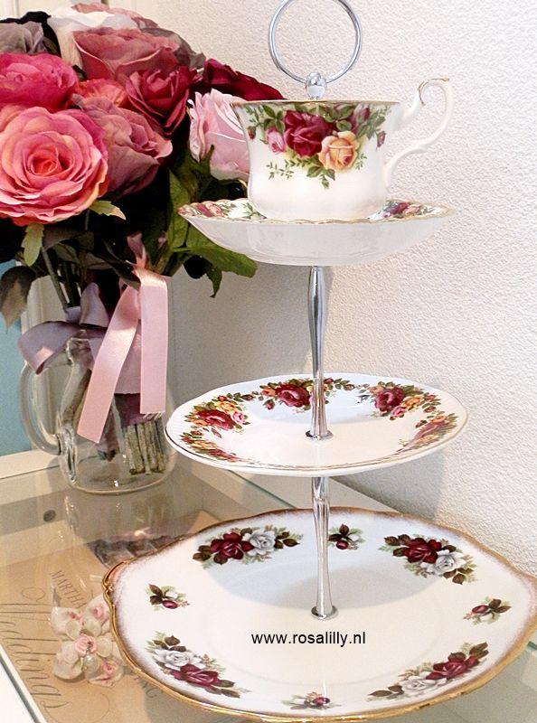 Bij een Engels theeservies mogen etageres / Cake stands natuurlijk niet ontbreken. Alle etagères zijn samengesteld uit mooi Engels servies.