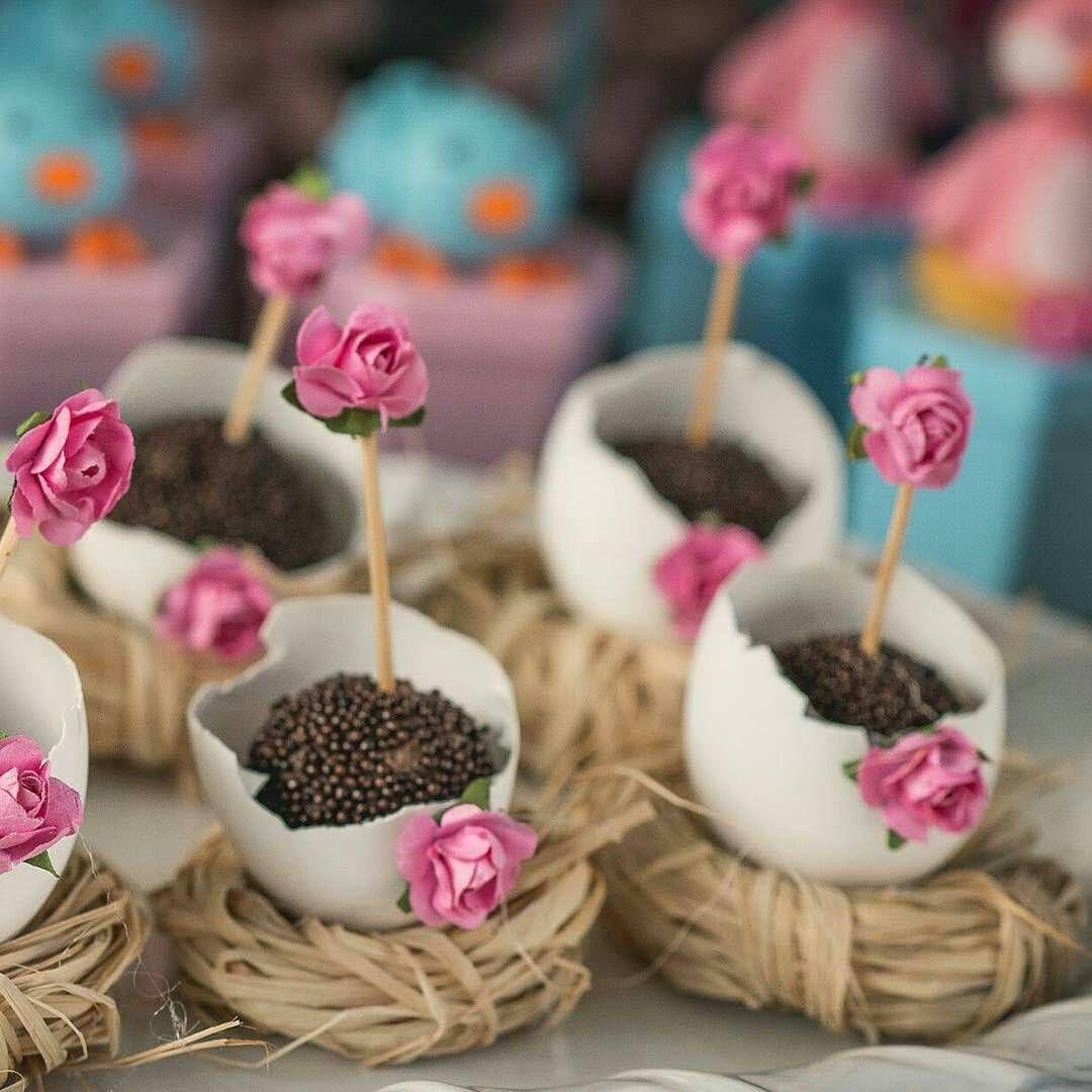 """""""Adorei essa ideia que vi no @decorefesta de colocar os brigadeiros em casquinha de ovos no lugar das forminhas Ótima inspiração para festas com tema…"""""""