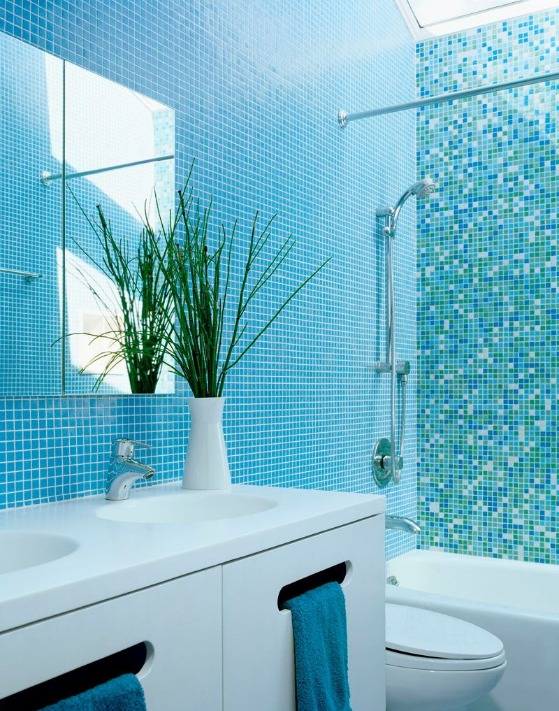 13 Inspirational Examples Of Blue And White Bathrooms // Blue tiled ...