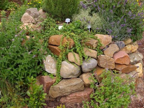 Steingarten: Mini-Gebirge für den Garten
