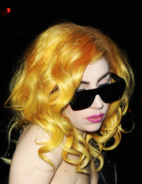 Yellow Hair Lady Gaga Hair Colors Ideas Lady Gaga Hair Yellow Hair Yellow Hair Color