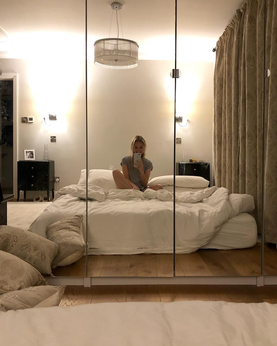 Just waiting for my new bed to arrive! 🙋🏼♀️ I dare not