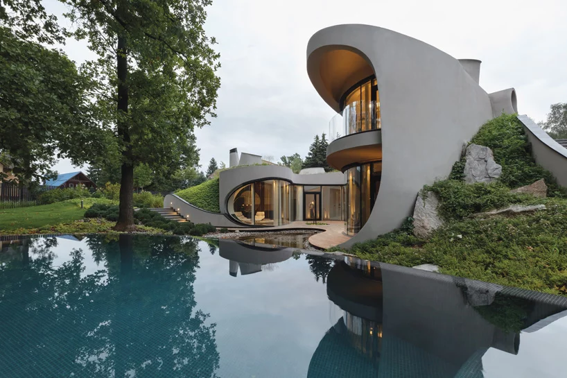 Photo of niko architect weaves organic, futuristic house into artificial landscape in moscow