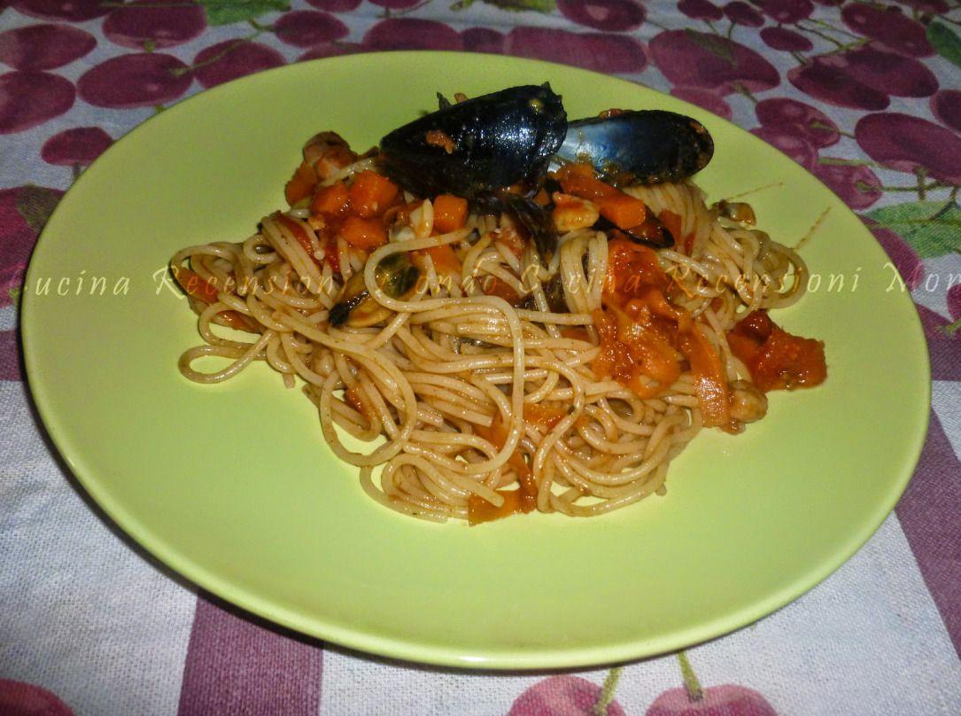 SPAGHETTI CON LE COZZE. Troverai la ricetta su: https://dallacucinaltuocuore.wordpress.com/2015/06/09/spaghetti-con-le-cozze/