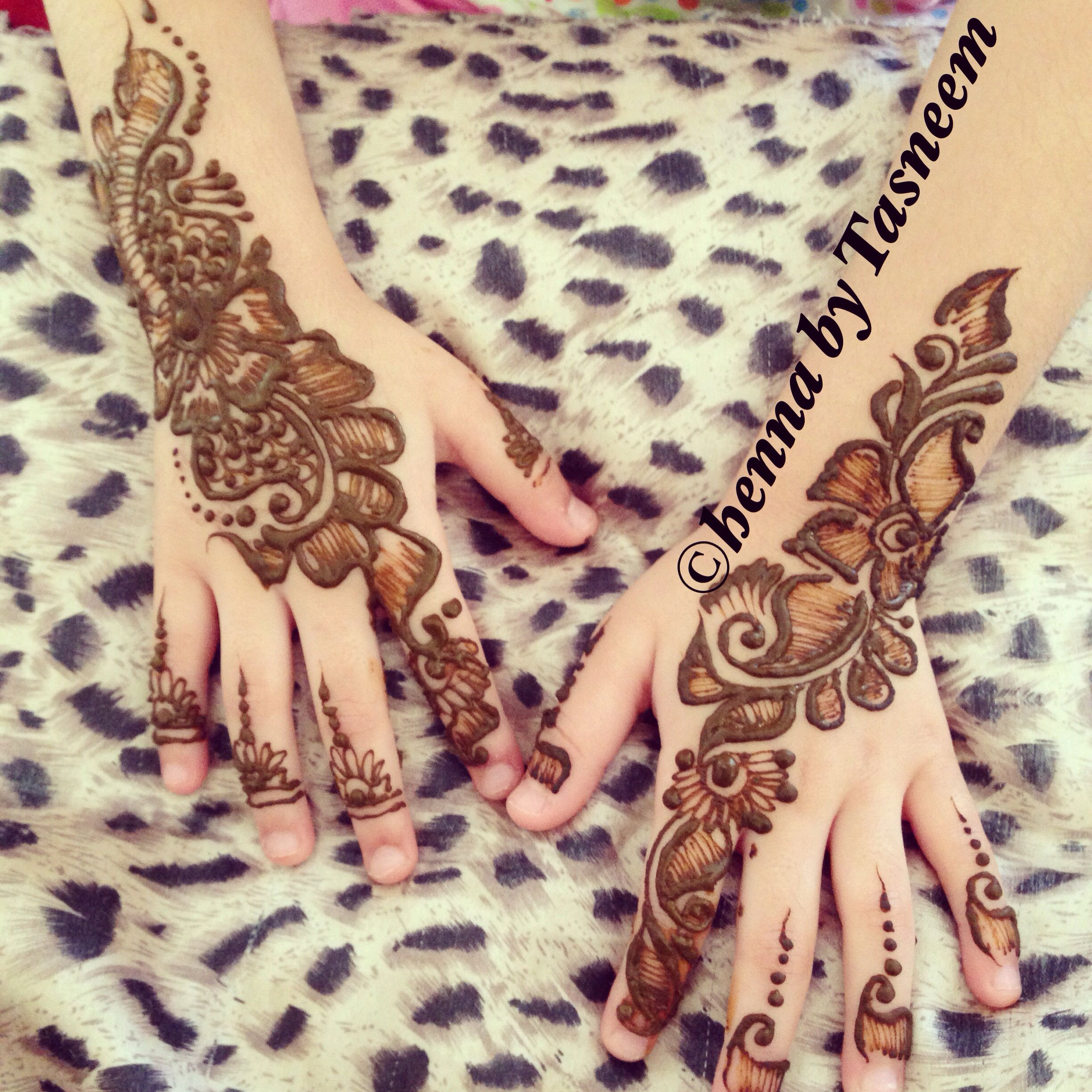 More Beautiful Henna On A Lil Girls Hands Henna Hand Tattoo Hand Henna Henna Patterns