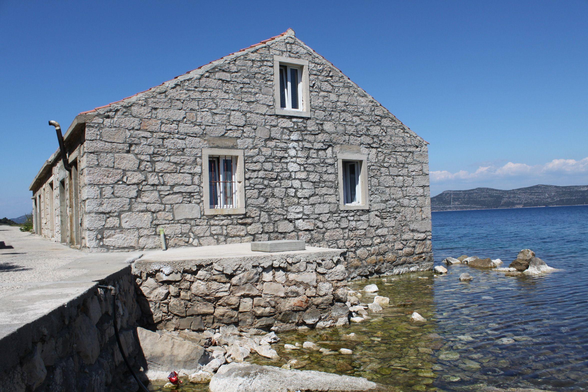Mali Iž, Adriatic.hr