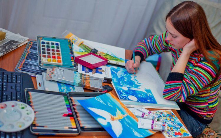 Девушка иллюстратор за работой девушки 18 работа
