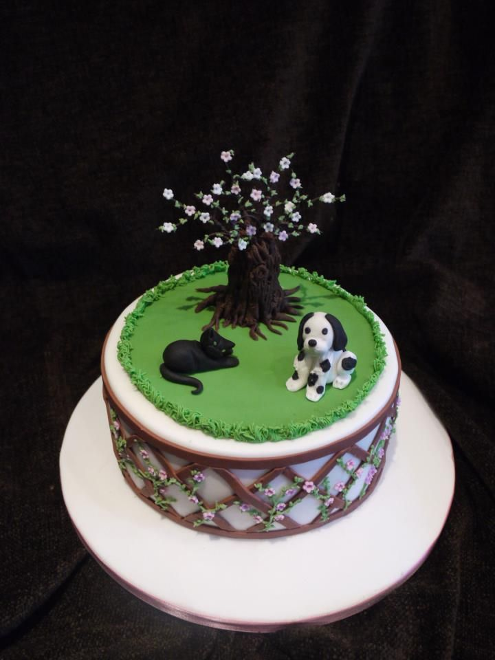 cute little garden cake w/ a dog and cat | Party\'s | Pinterest ...