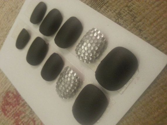 Fake Nails Short / Medium Matt Black And Rhinestones Can Be Customised