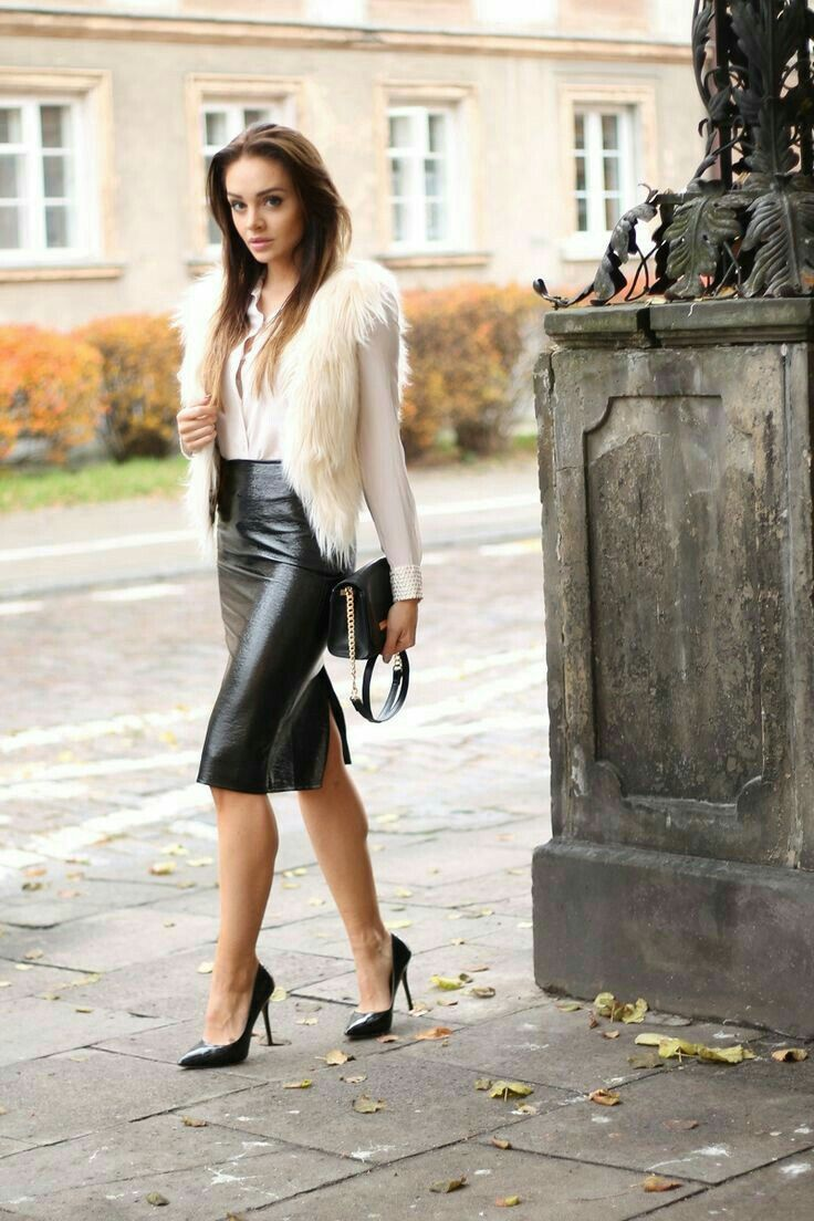 Black leather skirt and heels   Black leather skirts, Leather ...