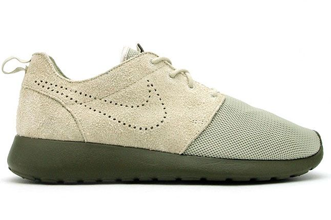 NIKE ROSHE RUN PREMIUM PACK