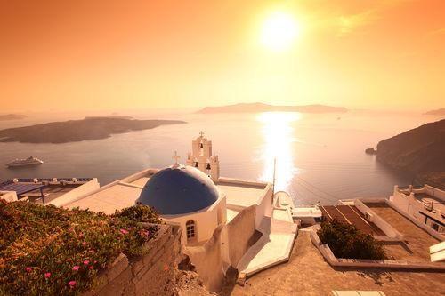 Fancy a bit of #Santorini island hopping with @baileyrtravel