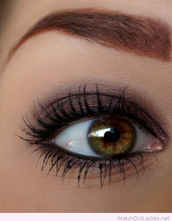 An Eye Makeup With Lots Of Mascara To Open Up The Eyes