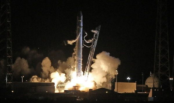 Spacex Rocket Launch At Cape Canaveral Photo By Red Huber Orlando Sentinel Spacex Rocket Launch Spacex Spacex Dragon
