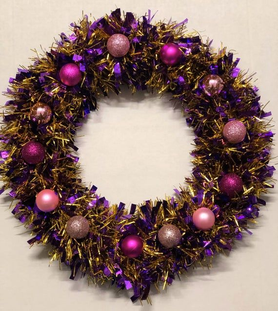 Beautifully hand made Tinsel & bauble wreath - Christmas wreath - Decoration