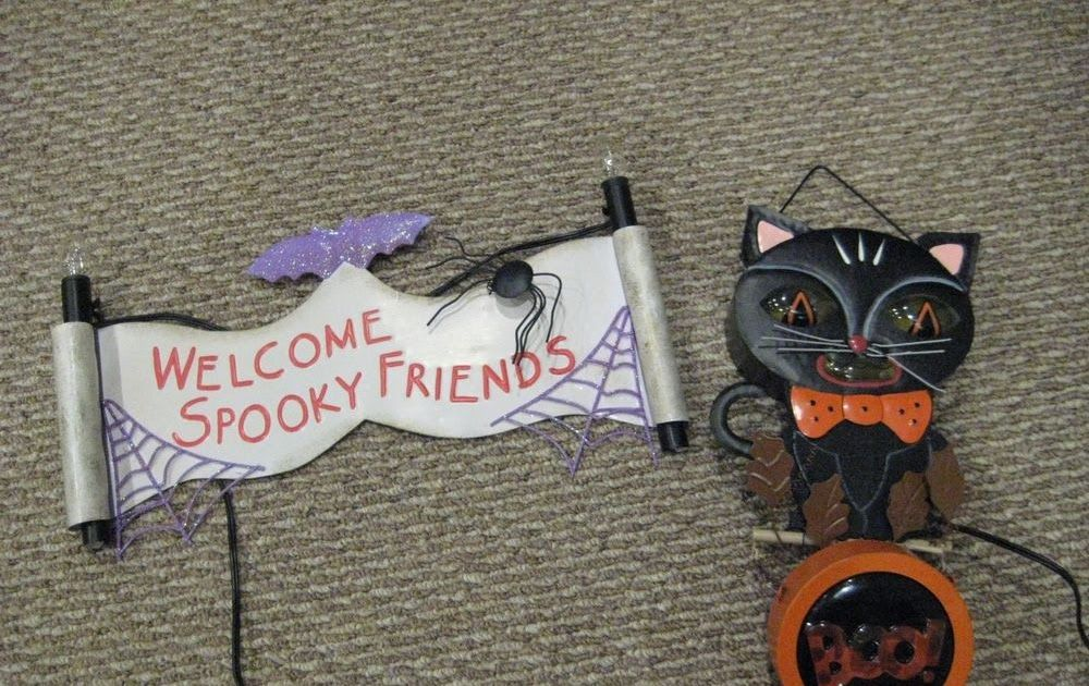 Halloween Decorations-Black Cat and Spooky Sign-Lighted Halloween