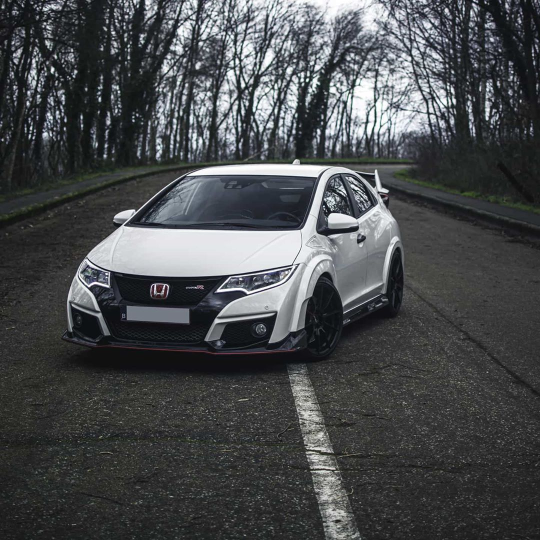 Gerben Honda Civic Type R On Instagram Championship White In All It S Glory Finally With The Motec Wheels Mounted A In 2020 Honda Civic Type R Honda Civic Civic
