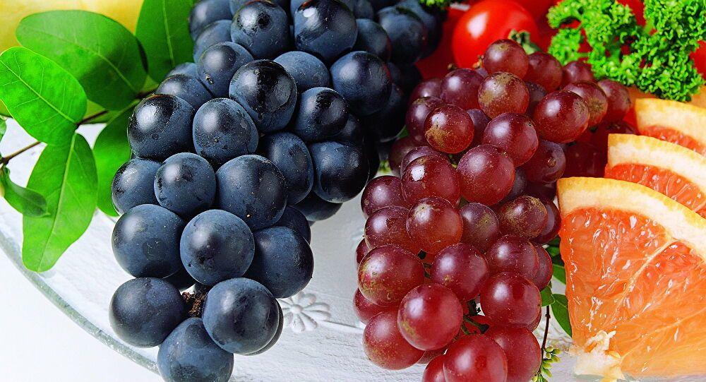 ما تفسير حلم أكل العنب في المنام لابن سيرين موقع مصري In 2021 Fruit Wallpaper Grapes Fruit