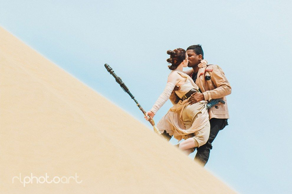 Victor and Julianne are an engaged couple from Utah who cosplay as Finn and Rey, and recently did a Jakku photoshoot that will make all Finnrey shippers very happy.