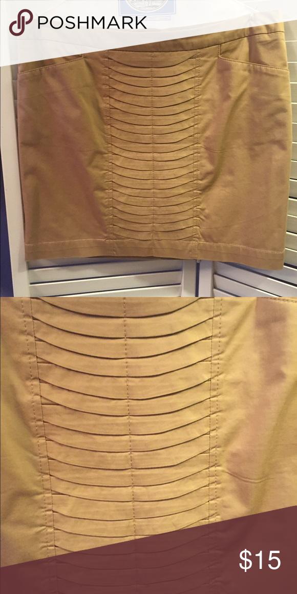 Khaki skirt Willi Smith khaki skirt / great for the workplace / always dry cleaned it / only worn twice / size 10 Willi Smith Skirts Mini