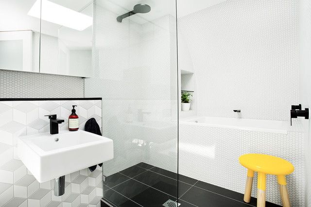 Badkamer douchen in bad modern kleine badkamer met bad en douche