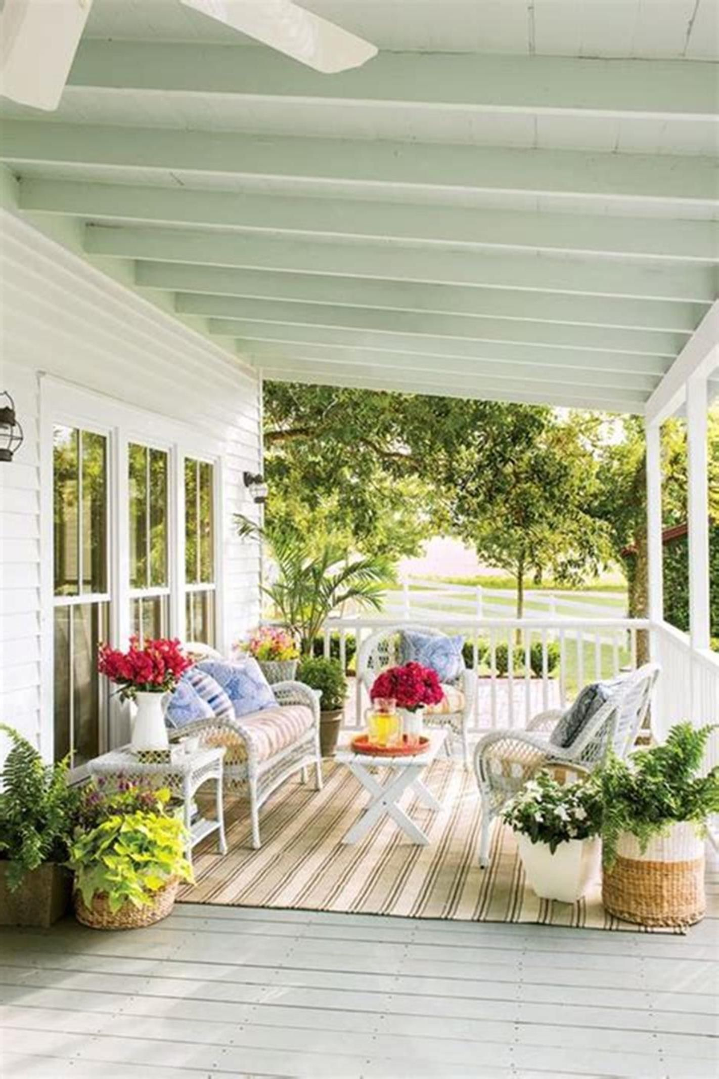 30 Perfect Screened Porch Design And Decorating Ideas For 2019 Screened Porch Designs House With Porch Diy Porch