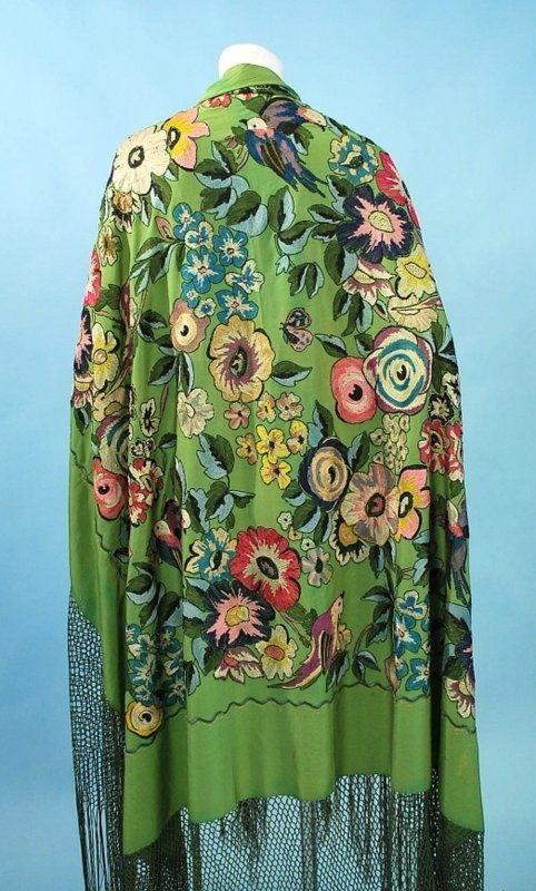 Mantón de Manila - seda verde claro con bordados de colores - 1920's