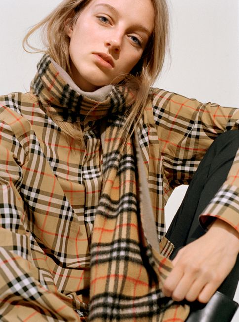 Hebe wears a long Burberry cashmere scarf in reversible Vintage check and sandstone