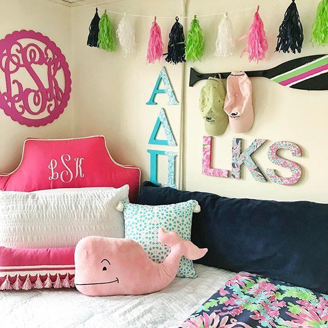 Daily Dose of Prep // Preppy Dorm Room | Classy dorm room ...