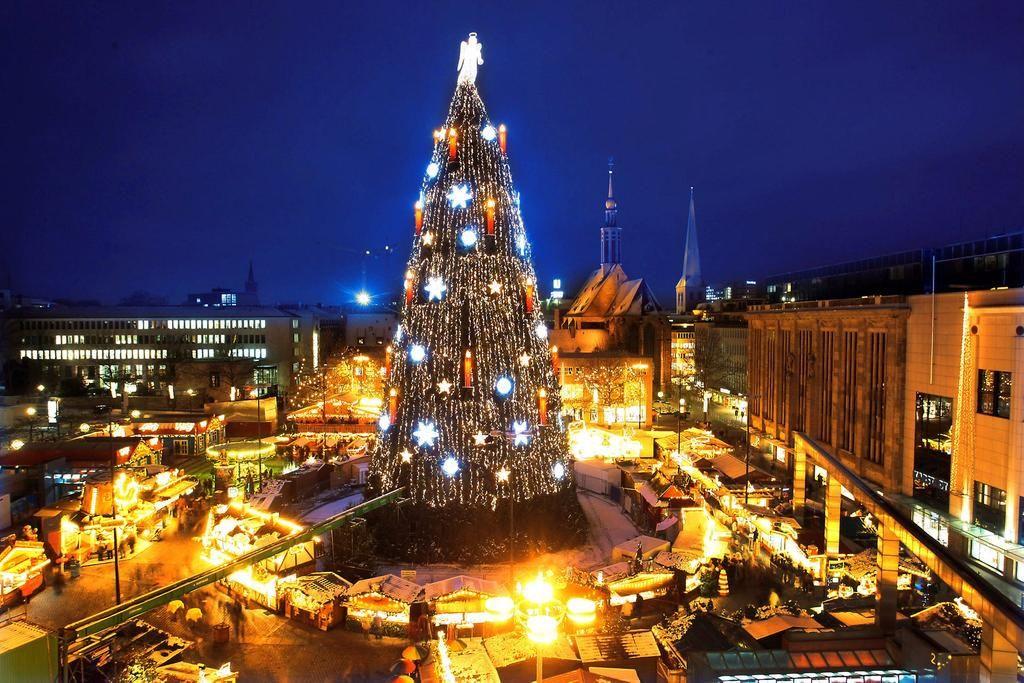in dortmund steht der gr te weihnachtsbaum der welt 45. Black Bedroom Furniture Sets. Home Design Ideas