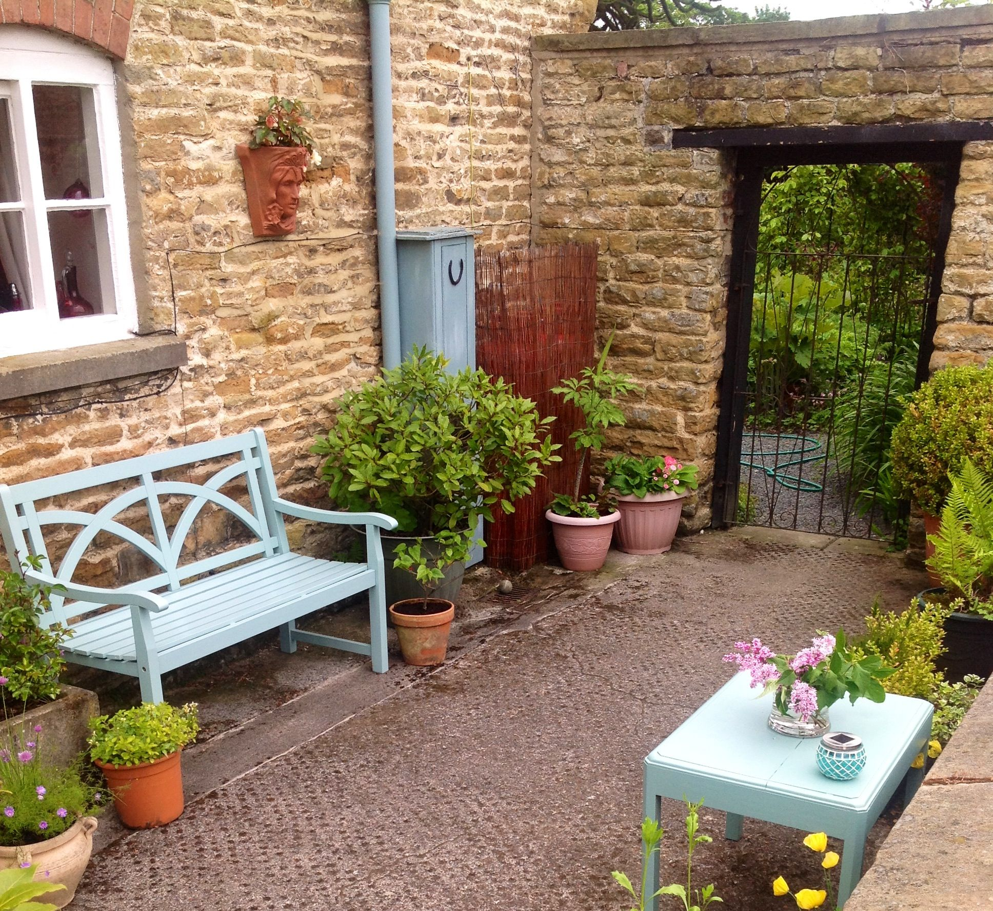 Small walled garden | Garden design, Small courtyard ...